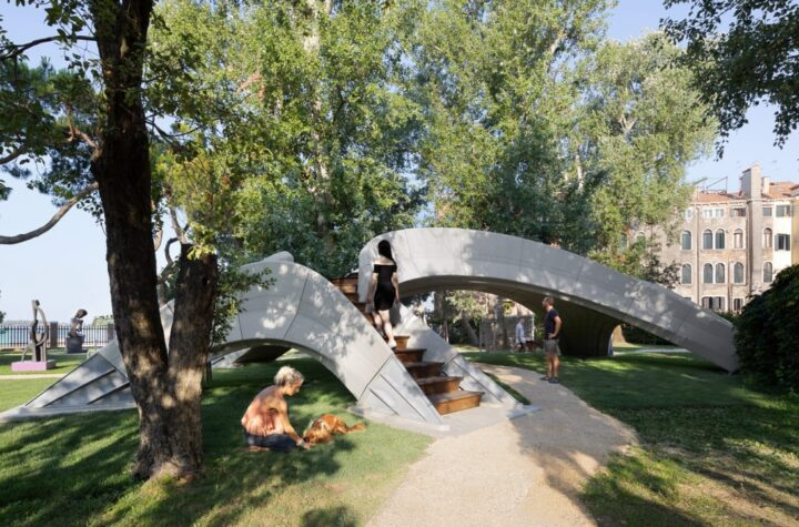 Venice bridge is built with ancient masonry and 3d printing